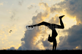 Fototapety Girl does contortion at sunset