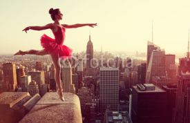 Naklejki Ballet Dancer in front of New York Skyline
