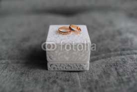 Fototapety Wedding ring in white cube on grey background