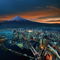 Obrazy i plakaty Surreal view of Yokohama city and Mt. Fuji