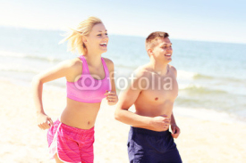 Obrazy i plakaty Young couple jogging along the beach