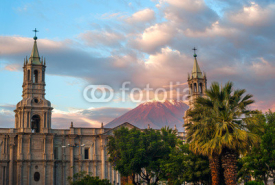 Fototapety Volcano El Misti overlooks the city Arequipa in southern Peru