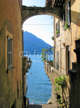 Obrazy i plakaty Romantic view to the famous Italian lake Como from Varenna town