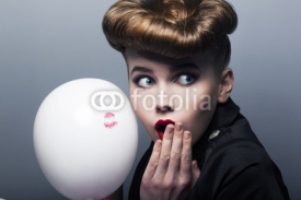 Naklejki Expression. Surprised pin-up shopper girl with balloon