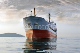 Obrazy i plakaty cargo ship at sea