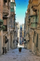 Obrazy i plakaty long view of maltese street