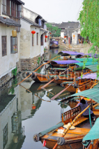 Obrazy i plakaty Zhouzhuang, Tourist boat in a village canal.