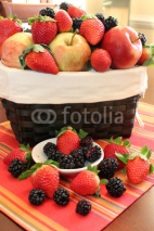 Fototapety Strawberries and blackberries