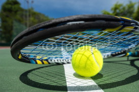 Fototapety view of tennis racket and balls on the clay tennis court