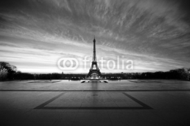 Naklejki eiffel at dawn - black & white
