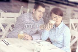 Obrazy i plakaty Young couple in a cafe