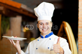 Obrazy i plakaty Male chef presenting food in a restaurant