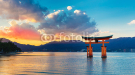 Obrazy i plakaty Great floating gate (O-Torii) in Miyajima