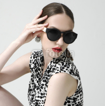 Naklejki Fashion woman portrait wearing sunglasses