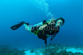 Naklejki Female scuba diver underwater showing ok signal