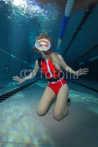 Obrazy i plakaty Female scuba diver with red swimsuit diving in the pool