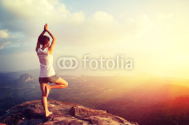 Fototapety yoga woman meditation on mountain peak