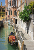 Fototapety Ponte del diabolo and a canal with gondola, Venice, Italy
