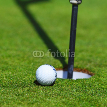 Fototapety golf ball on lip of cup