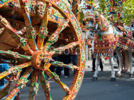 Naklejki Close up view of a colorful wheel of a typical sicilian cart during a folkloristic show