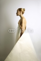 Fototapety elegante girl with sheet of paper
