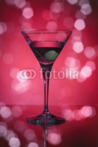 Obrazy i plakaty wineglass with martini and olives on red background.