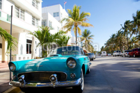 Obrazy i plakaty View of  Ocean drive with a vintage car